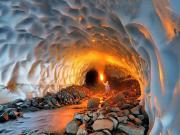 Alaskada Buz Mağarası Yapbozu Oyna