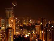 Ay ve Şehir Yapbozu Oyna