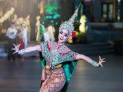 Bangkoklu Güzel Dansçı Yapbozu Oyna
