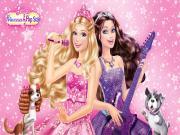 Barbie Şarkı Söylerken Yapbozu Oyna