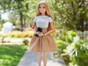 Barbie Yürüyüşte Yapbozu Oyna