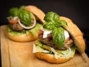 Bol Yeşillikli Hamburger Yapbozu Oyna