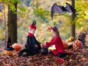 Cadılar Bayramında Çocuklar Yapbozu Oyna