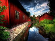 Kanal Boyunca Sıralanan Kırmızı Evler Yapbozu Oyna