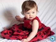 Kırmızı Giysili Bebek Yapbozu Oyna