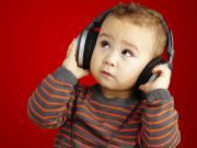 Kulaklıklı Çocuk Yapbozu Oyna