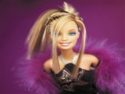 Makyajlı Barbie Yapbozu Oyna
