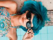 Mavi Saçlı Kadın Yapbozu Oyna
