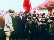 Mustafa Kemal Köy Ziyaretinde Yapbozu Oyna