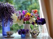 Pencere Kenarındaki Çiçekler Yapbozu Oyna