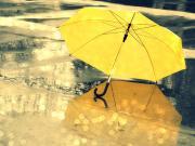 Yerdeki Sarı Şemsiye Yapbozu Oyna